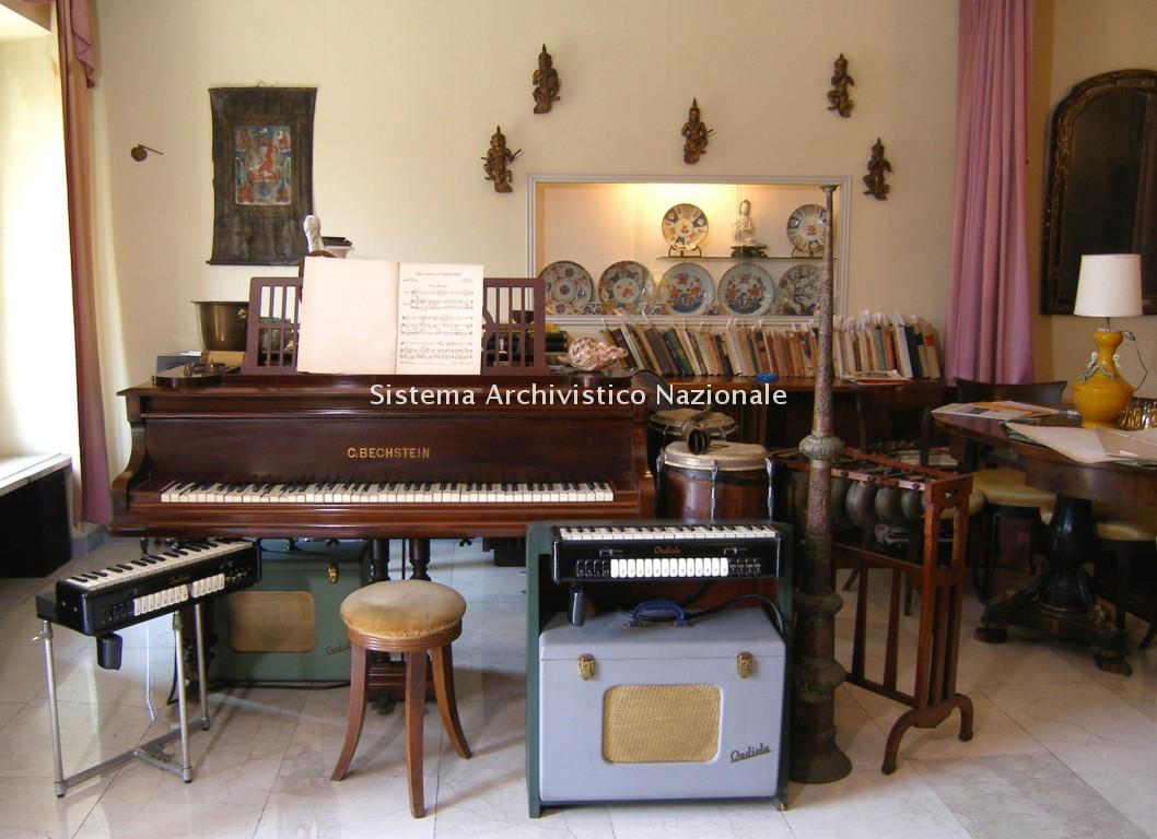 Il pianoforte, le ondiole e vari strumenti appartenuti a Giacinto Scelsi, Roma sec. XX seconda meta' (Fondazione Isabella Scelsi)