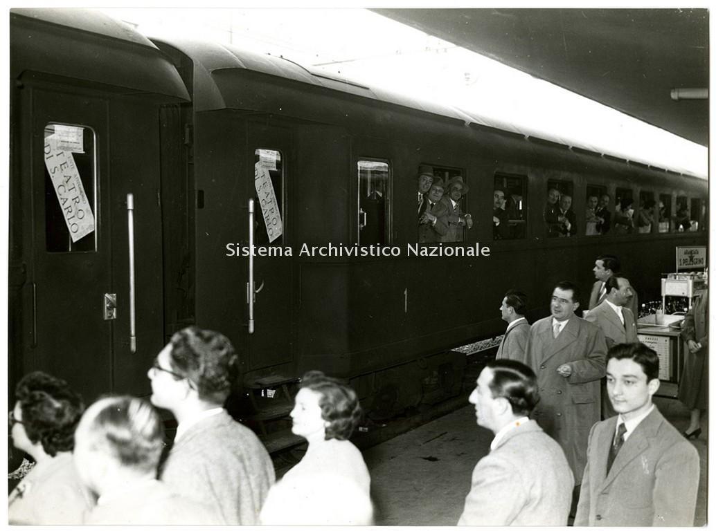 Alla Stazione di Napoli il Teatro San Carlo parte per Parigi in occasione delle celebrazioni del 1951 per il cinquantenario della morte di Giuseppe Verdi (Fondazione Teatro di San Carlo)
